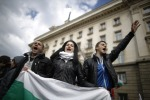 В Болгарии тысячи протестующих парализовали движение